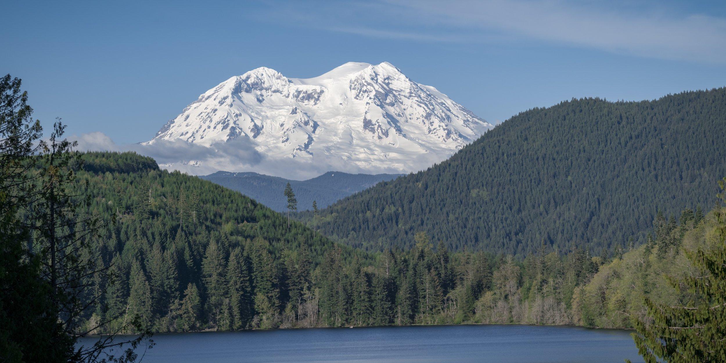 Mt_Rainier_Blue_Sky_by_Mineral_Lake.jpeg