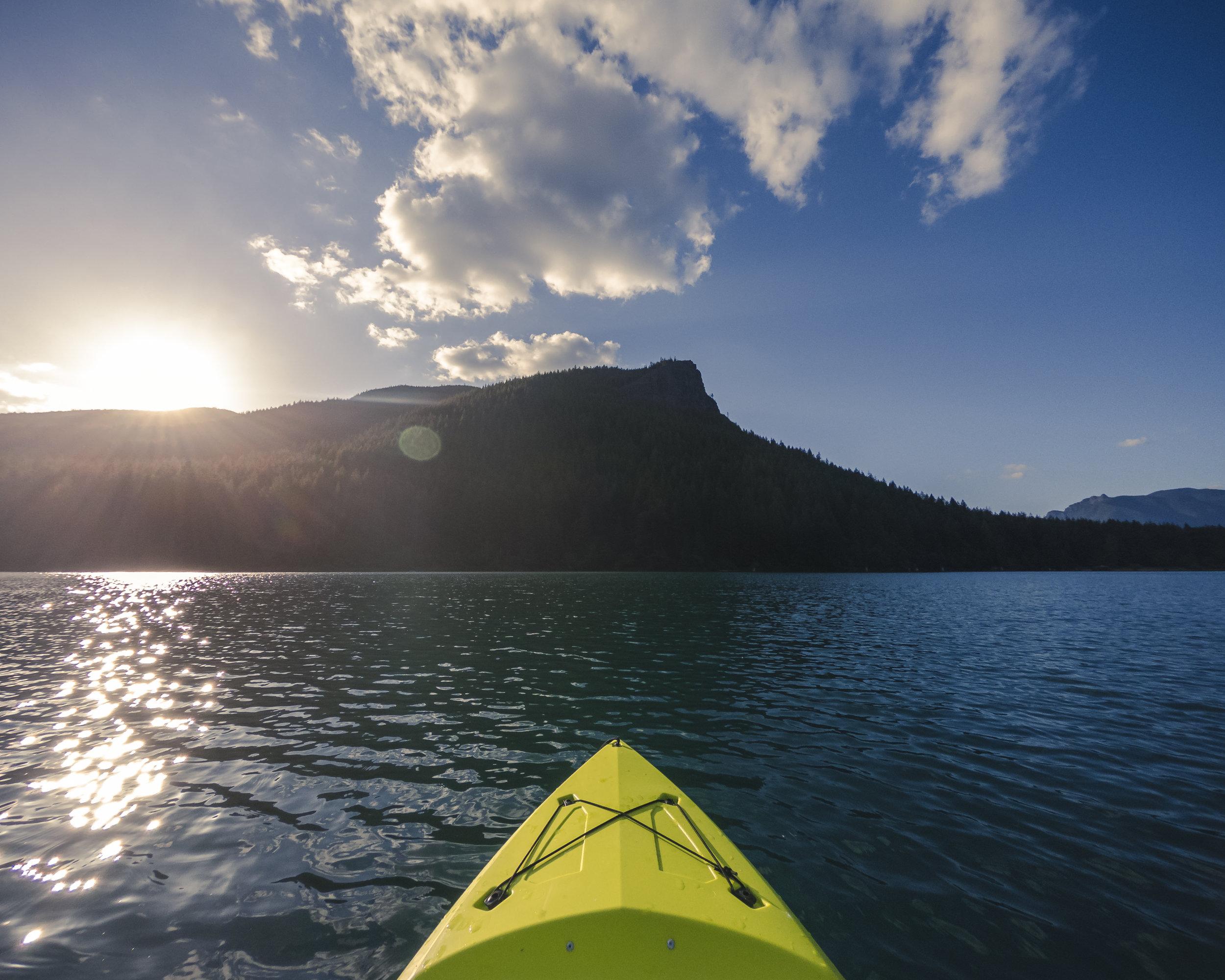 Sunset_Kayak_View_of_Rattlesnake_Lake_Below_Popular_Hiking_Ledge.jpg