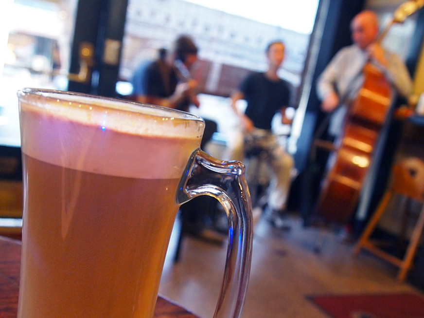 LATTE WITH JAZZ TRIO