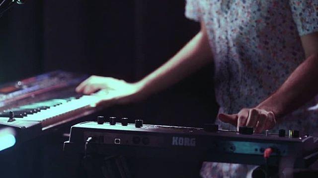 💢MADRID💢 CAT El proper dissabte 8 de juny fem la preestrena de Música Bruja de la @violetatellograu A les 20:30 a la @fundacionentredos Una màgica combinació de poesia, gamelan, electrònica i melodies de tocs folclòrics. Quina il·lusió participar en un projecte tan maco. Ens hi veiem? 😊 _______  CAST El próximo sábado 8 de junio hacemos el preestreno de Música Bruja de @violetatellograu A las 20:30 en la @fundacionentredos Una mágica combinación de poesía, gamelan, electrónica i melodías de toques folclóricos. Qué ilusión participar en un proyecto tan bonito. Nos vemos allí? 😊