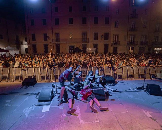 D'ahir amb @bandidos_perversions a la pl. de la catedral de Vic i d'avui amb @thekillinghits al ball de l'arròs de Sant Cugat. Dos concerts per emmarcar. Aquest estiu promet! 🕺💥