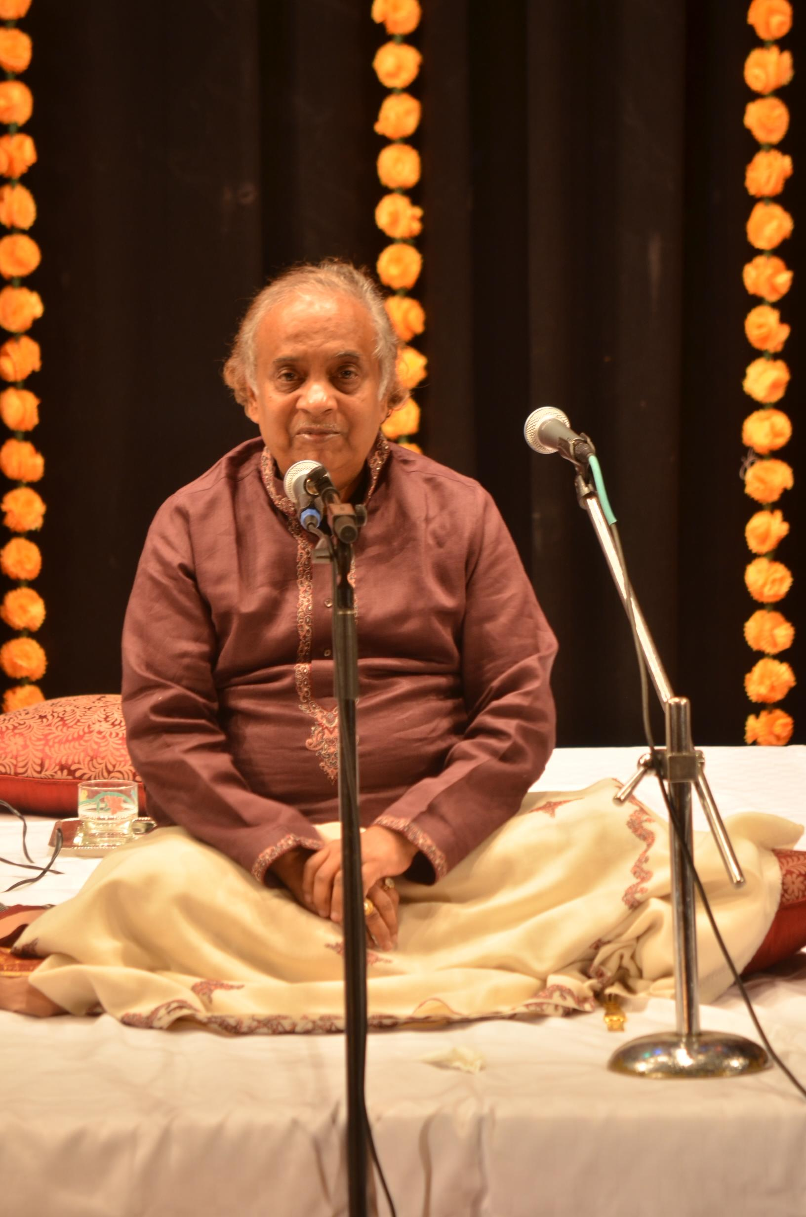 Pt. Ajay Pohankar starting the concert.jpg