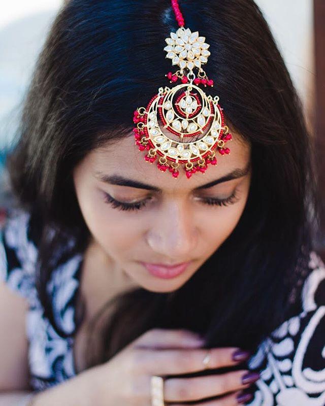 @namrataloka wearing a gorgeous Maang Tikka 🙌🏼
