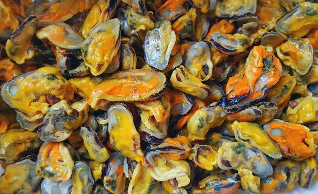 the offending mussels. Beautiful, aren't they?