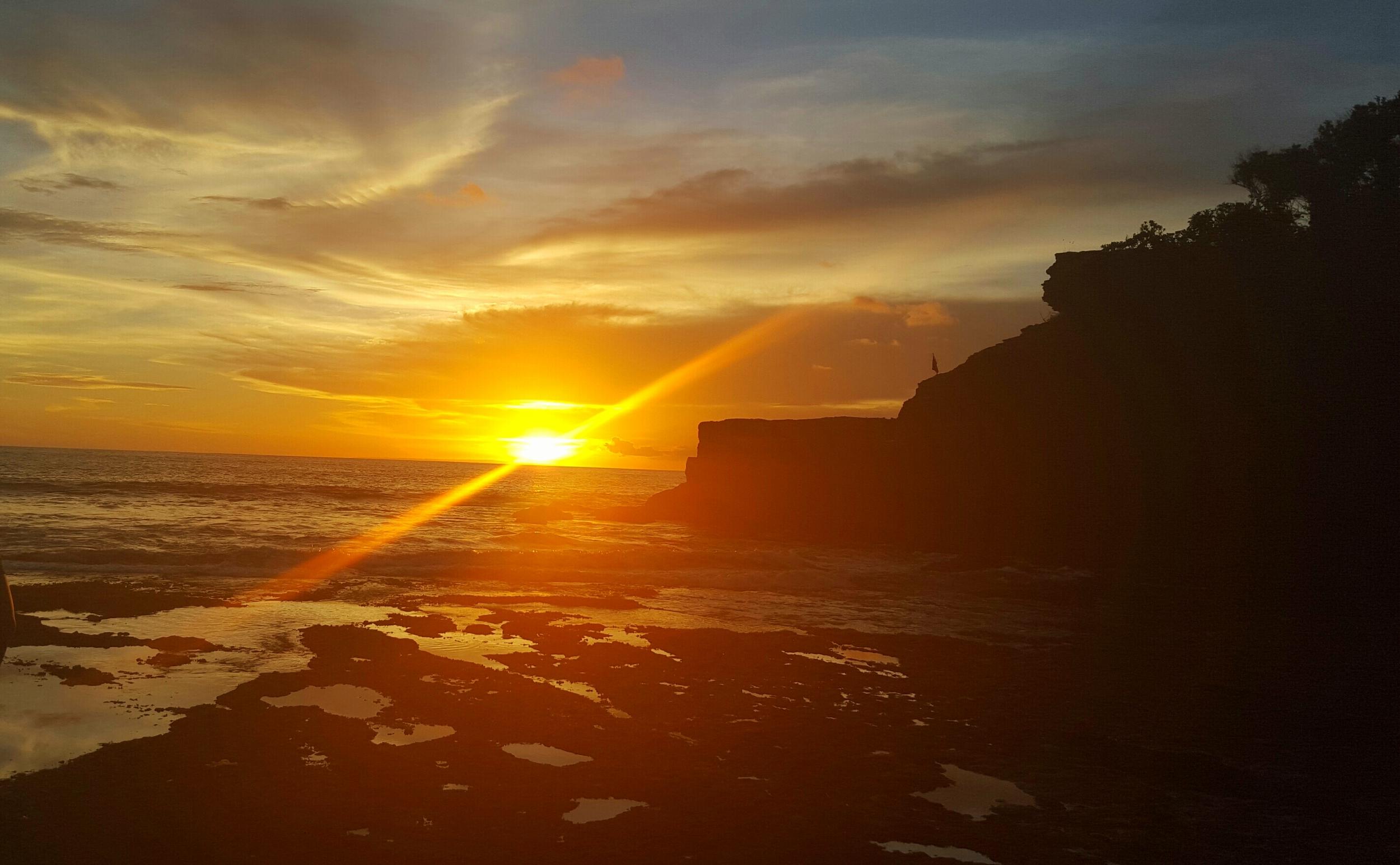 tanah lot sunset flare.jpg