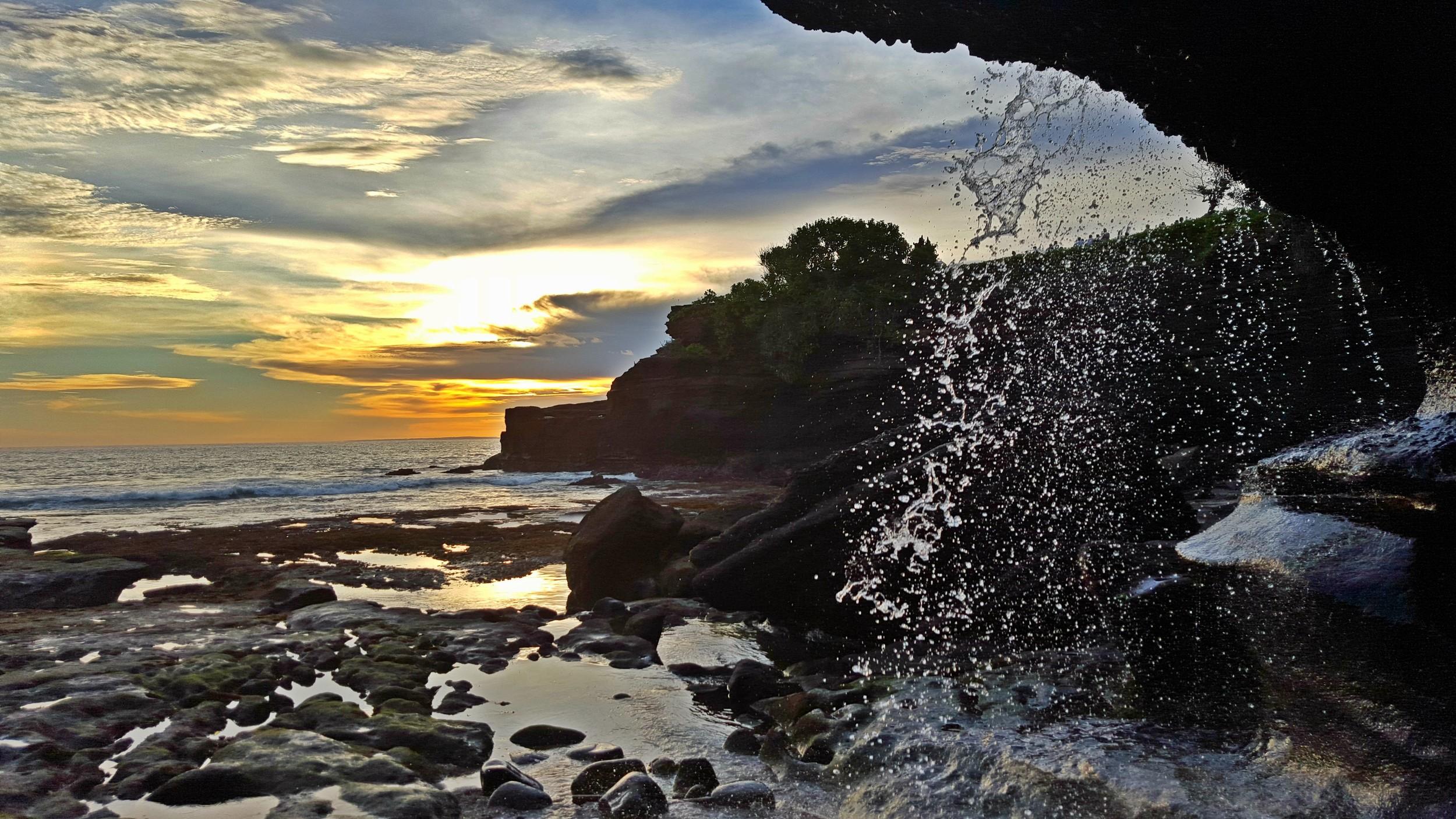 tanah lot waterfall.jpg
