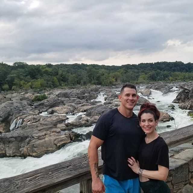 Great Falls was great! We are so lucky that we get to explore this planet. 💖🌎 #grateful #getoutside #adventure #maryland #enjoythejourney #explore #nature #fightdepression #fitcouple #fitness #ilovemylife #hikingadventures #personaltrainer #greatfalls