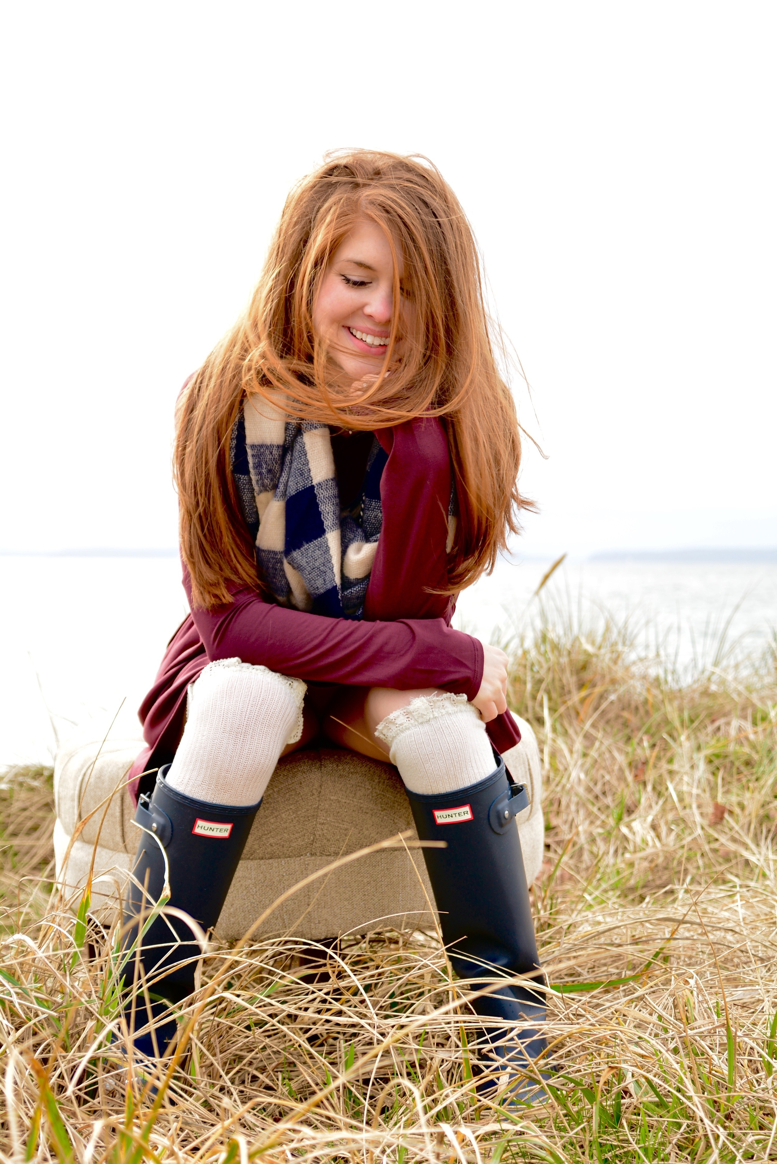 tall navy hunter rain boots, piko tunic, gingham scarf, seattle, discovery park, pnw, heidi lockhart somes photography