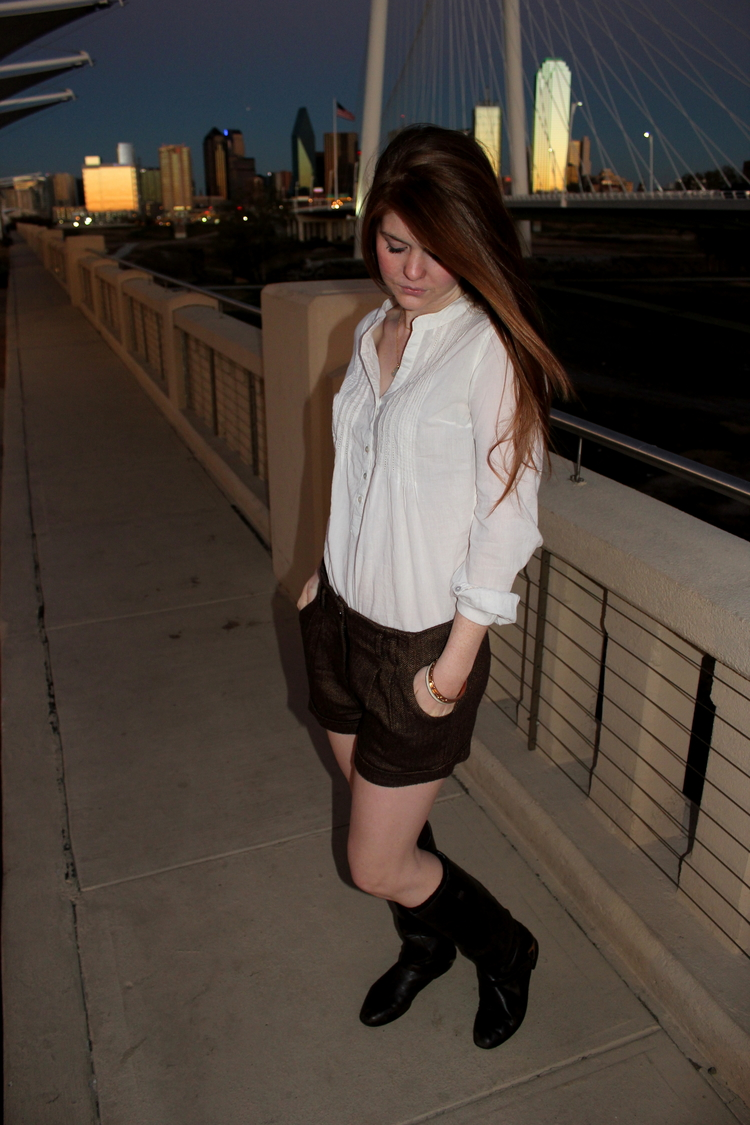 American eagle bow tie shorts, riding boots, Dallas skyline, winter shorts, wearing shorts in the winter