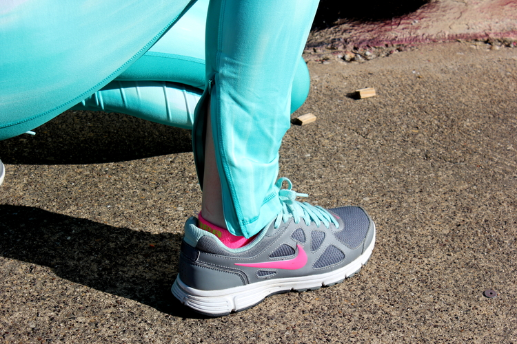Under armour mint rights, aerie white mesh top, Nike flex tennis shoes, six:02