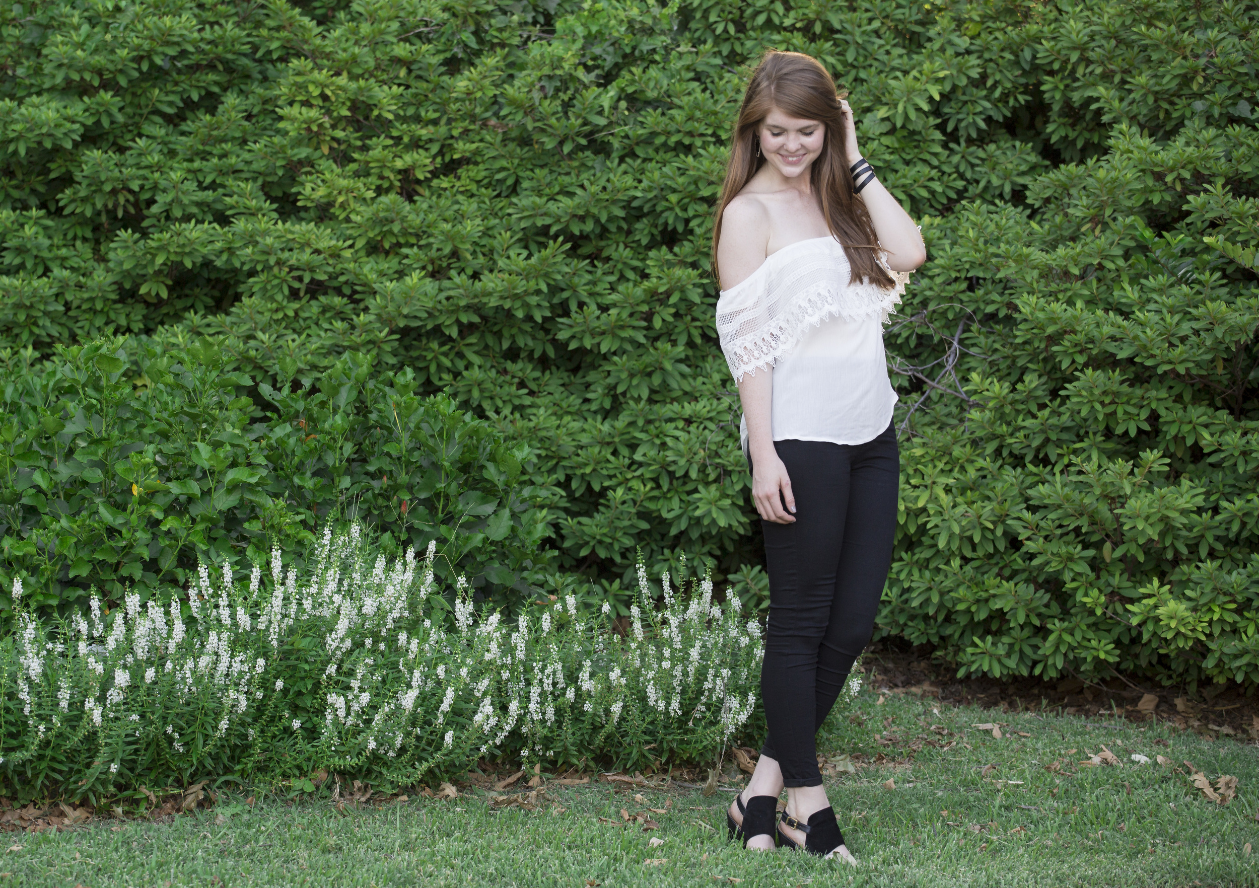 sarah kelly photography, Socialite Crochet Off the Shoulder Top, topshop black skinny jeans, black wedge sandals, kendra scott skylar earrings, arlington hall at lee park, dallas photographer, nordstrom, 25th birthday