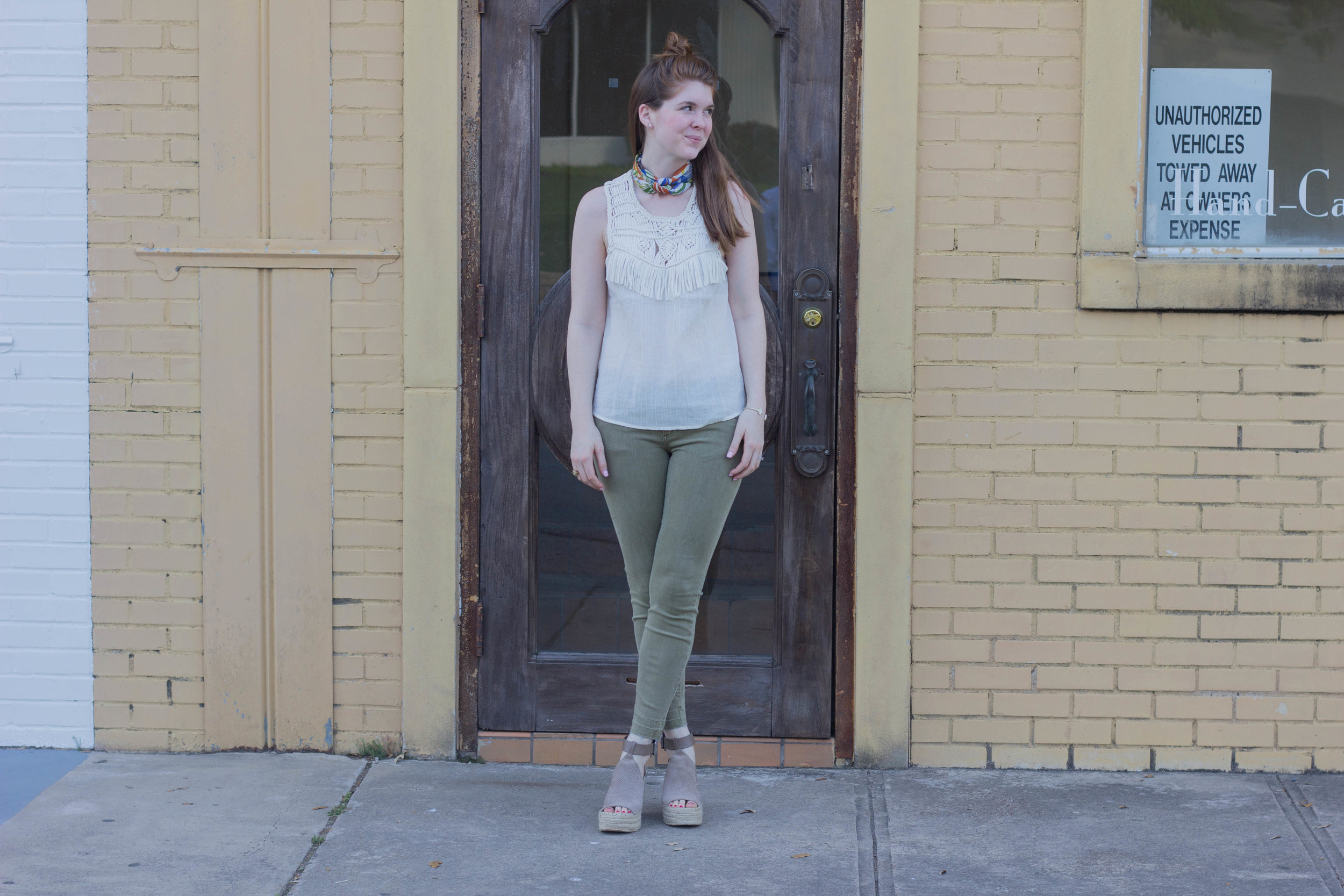 square scarf, fringe aerie top, marc fisher annie wedges,  kut by kloth, dallas fashion blogger, dallas design district