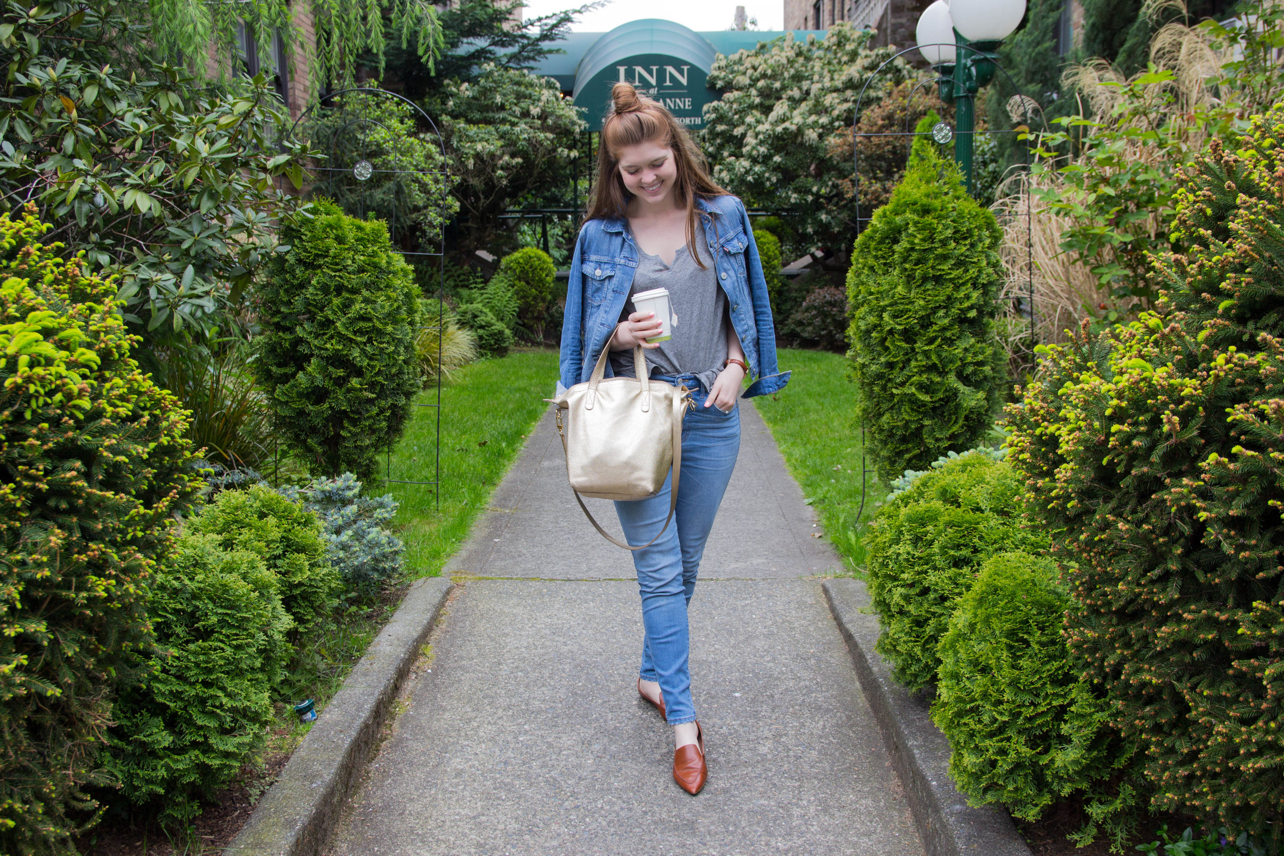 """queen anne district, cuyana, fewer better, small carryall, what to wear in seattle, what to pack for the pacific northwest, washington, how to dress for washington weather, levi's denim jacket, madewell 10"""" hank wash jeans, loafers, split neck tee"""