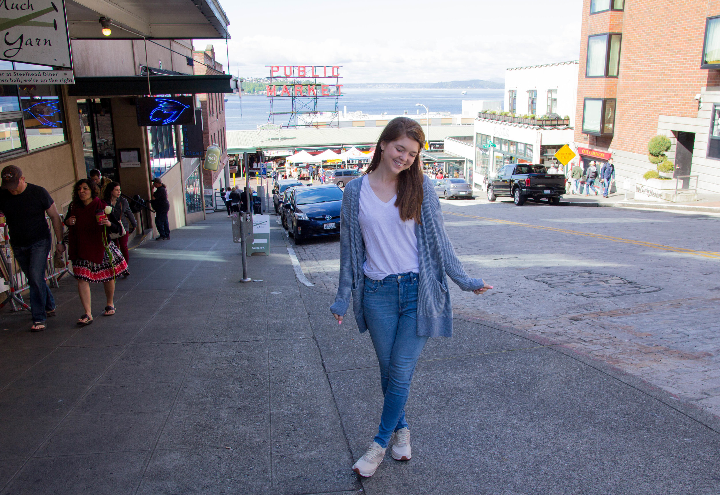 """what to do at pike place market, seattle, washington, madewell cardigan, madewell 10"""" hank wash jeans, nike air max thea, madewell whisper tee"""