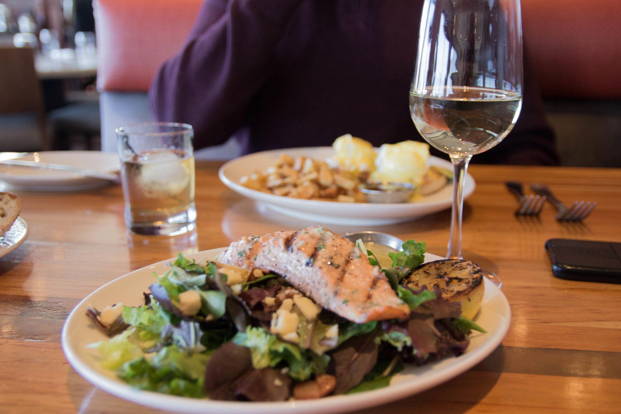 what to do at pike place market, seattle, washington, cutter's crabhouse