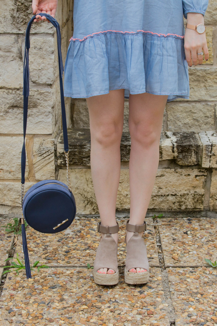 aerie chambray peasant dress, marc fisher annie wedges, daniel wellington classic petite rose gold watch, kendra scott layal earrings, elaine turner shelly bag, round purse, circle purse, transitional circle bag, lments of style, dallas fashion blogger