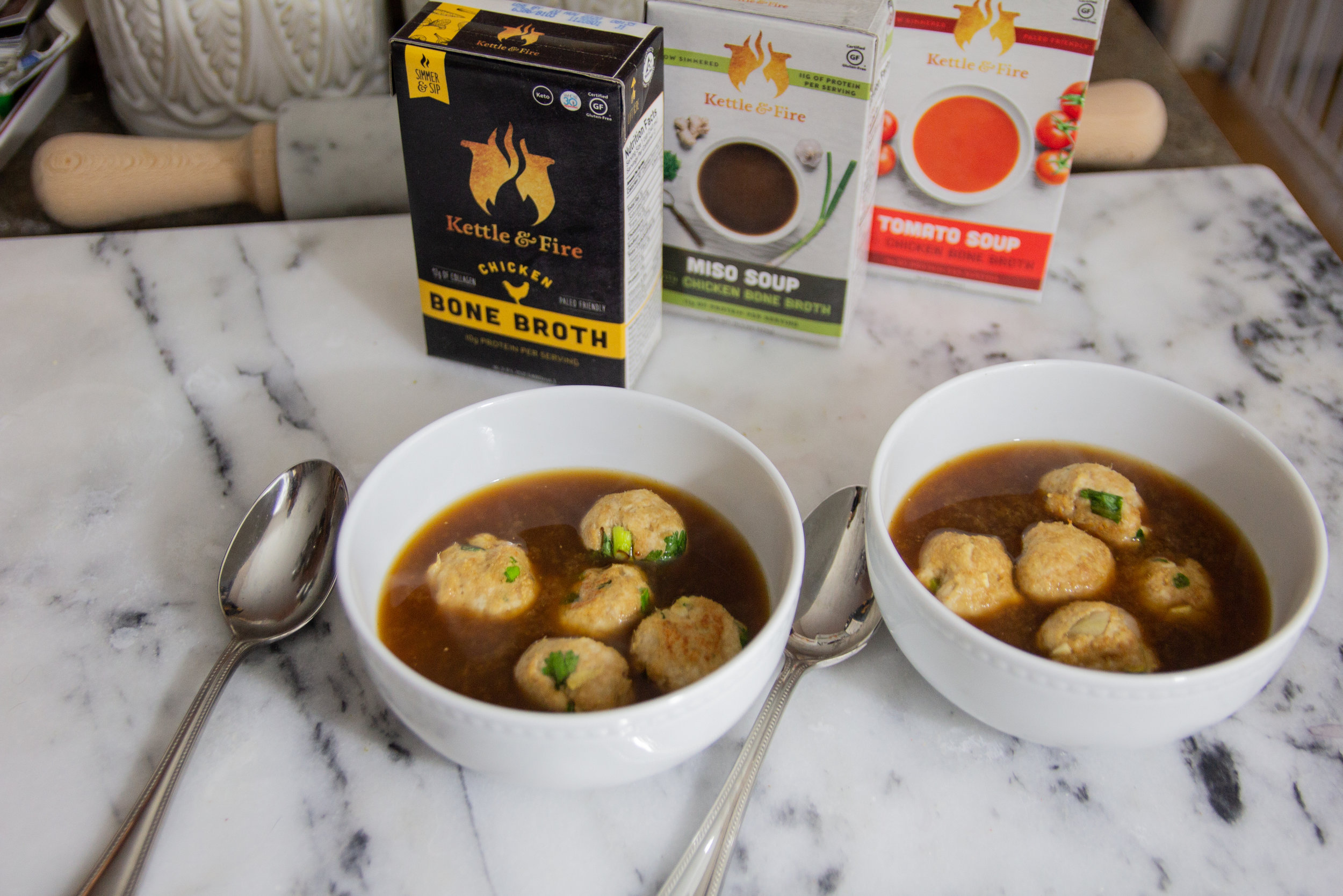what is bone broth and why is it beneficial, kettle and fire, benefits of bone broth