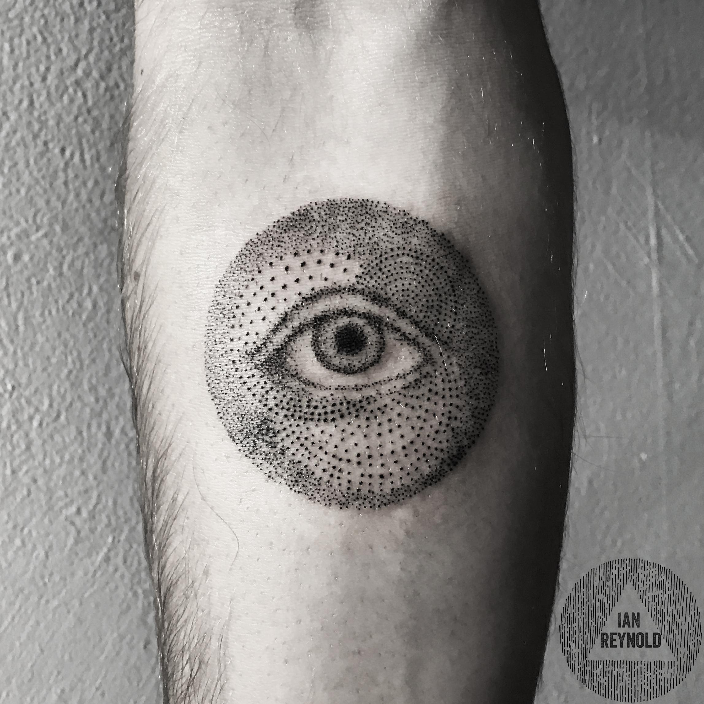 Pointillisim eye