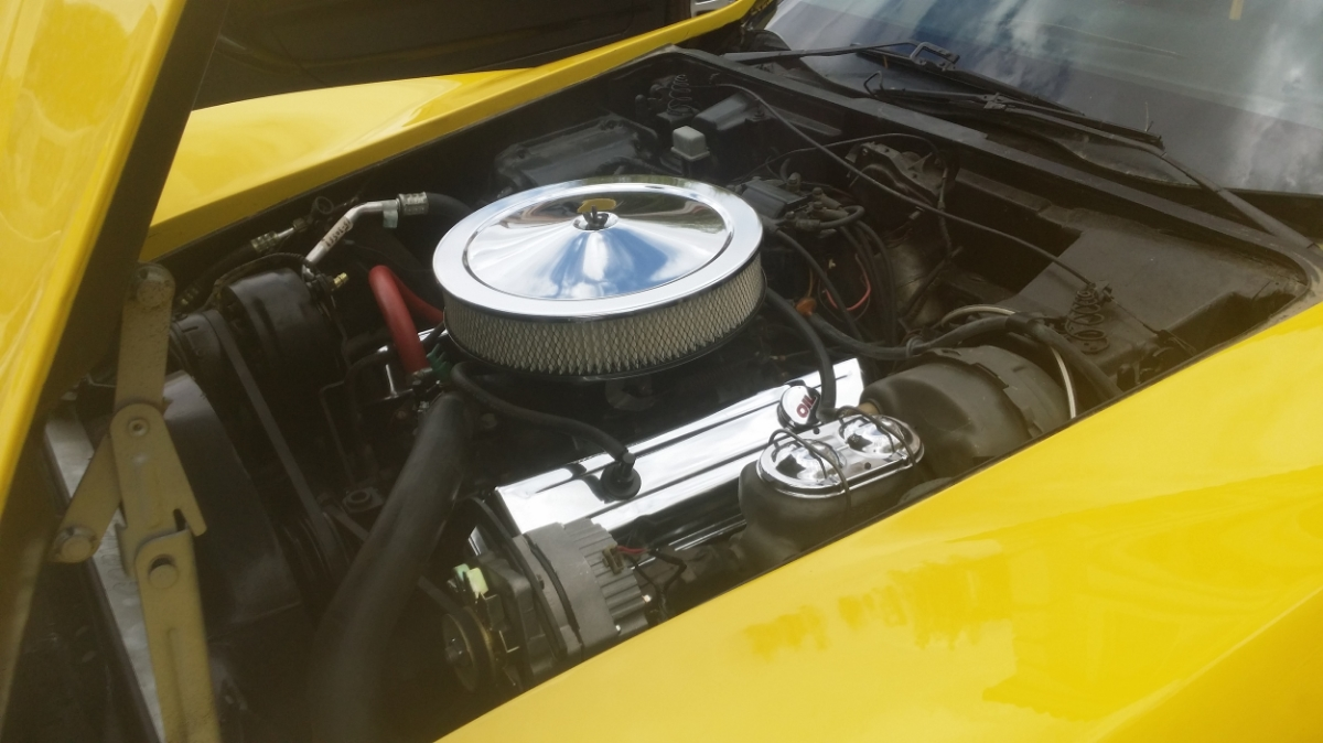 Clean engine bay to match a clean classic C3