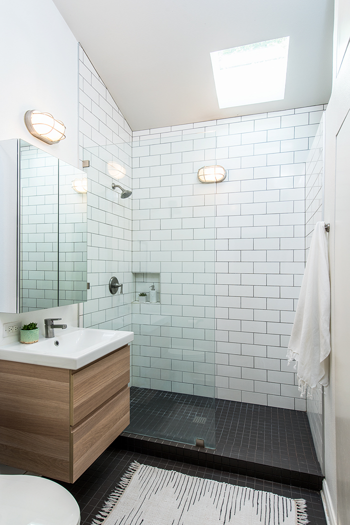 Elizabeth-Baird-Architecture-Funston Backhouse-bathroom.jpg