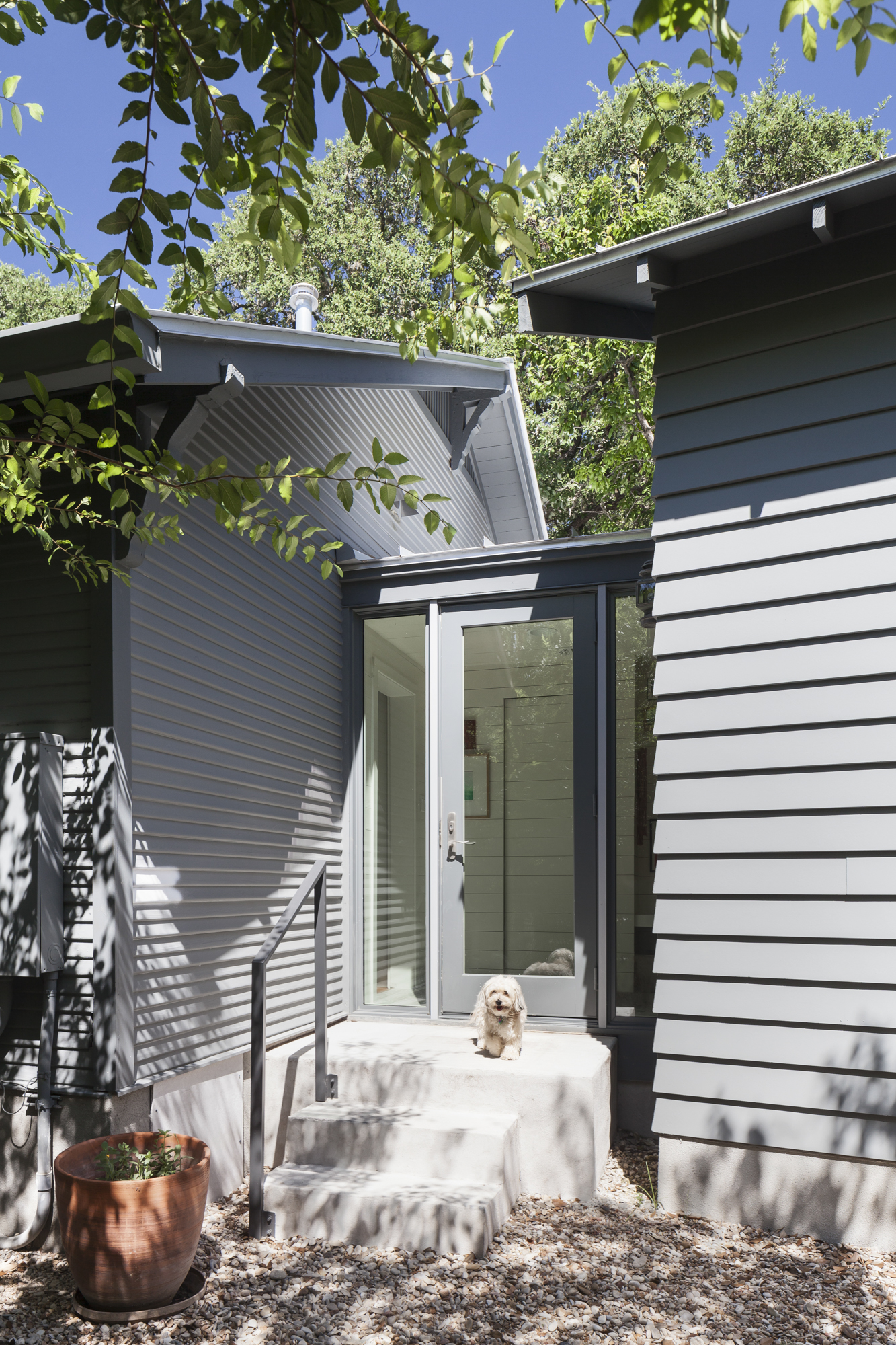 Elizabeth-Baird-Architecture-Annie Street-entrance to mudroom.jpg