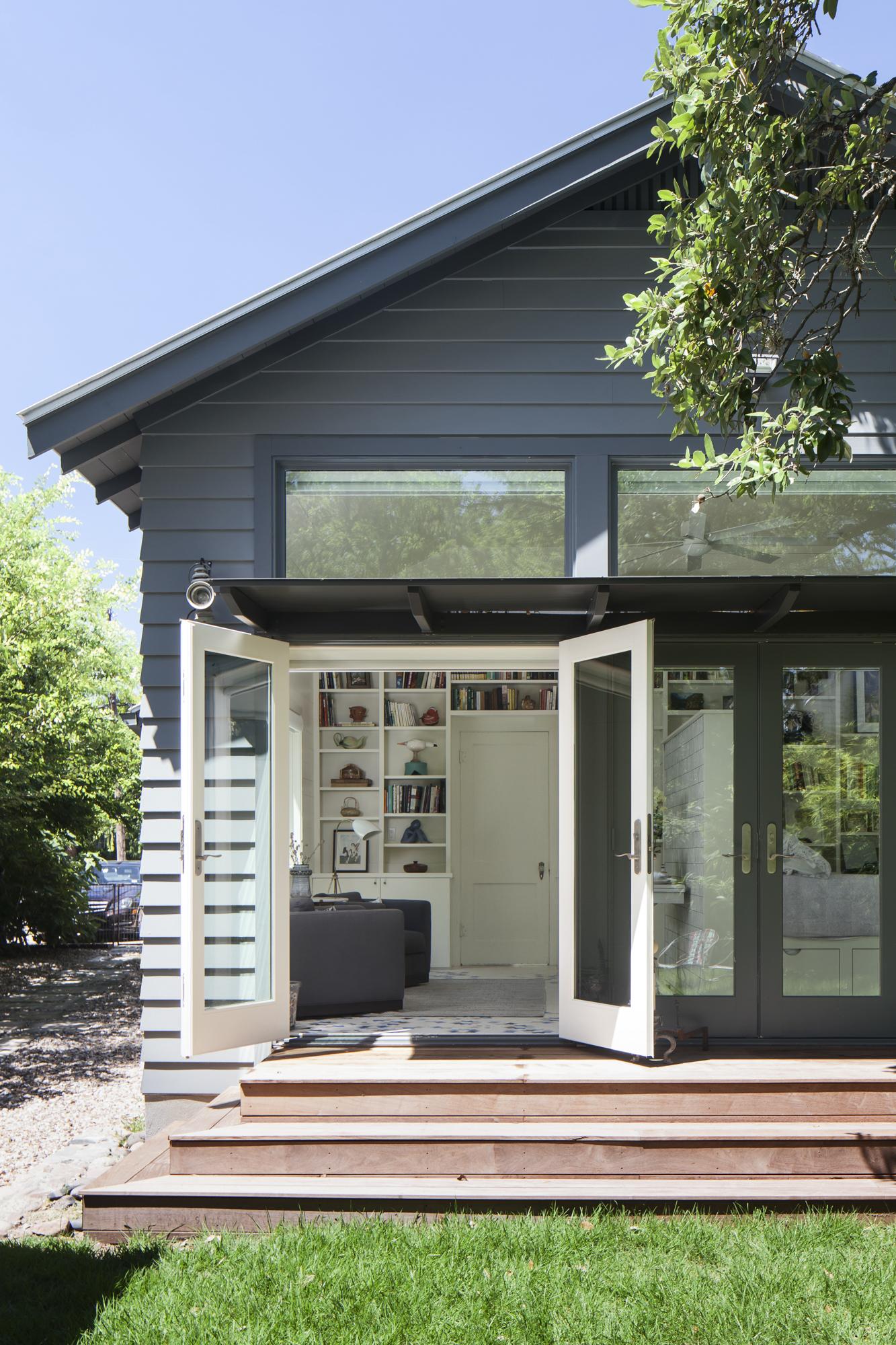 Elizabeth-Baird-Architecture-Annie Street-house and patio.jpg