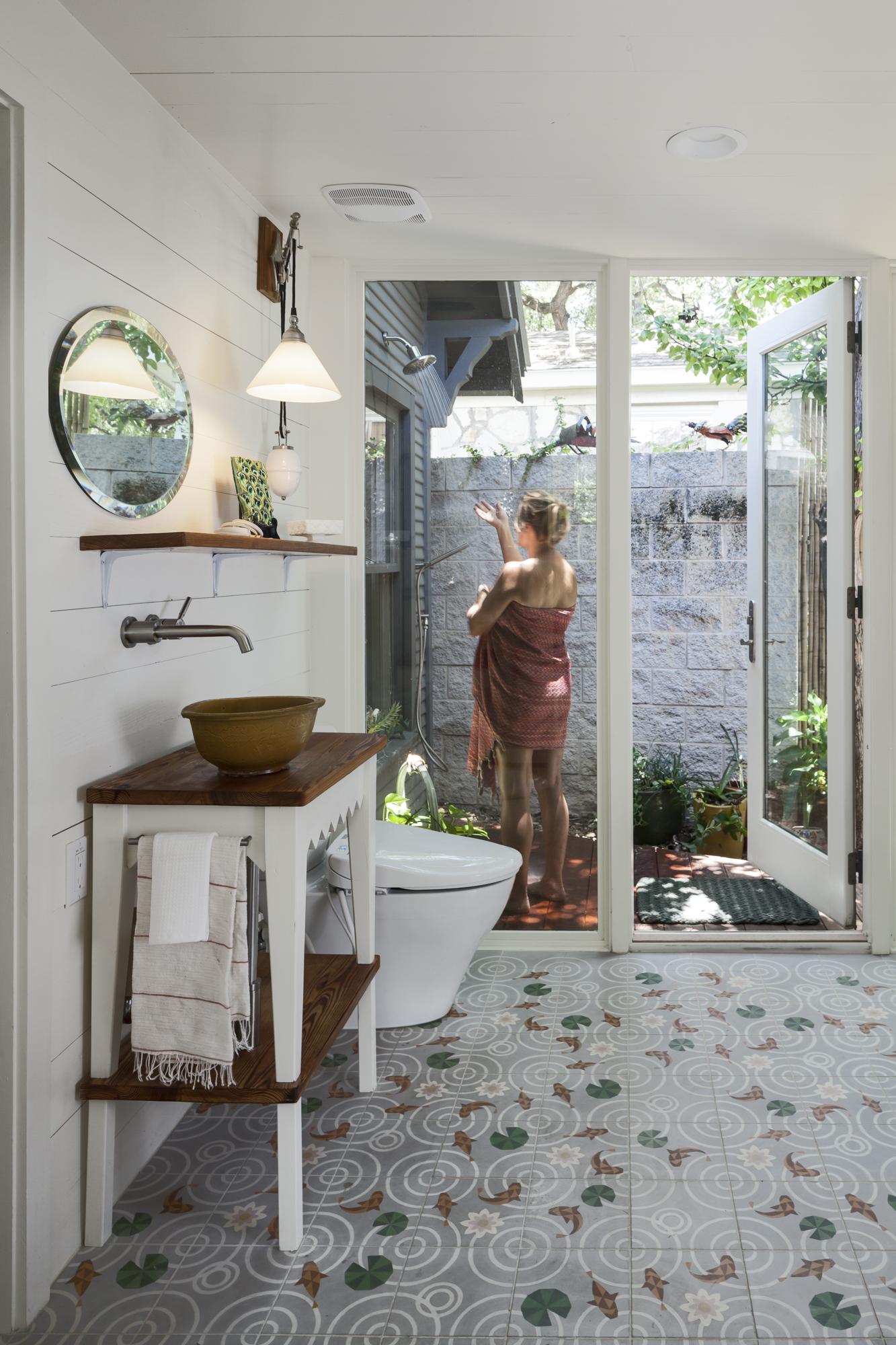Elizabeth-Baird-Architecture-Annie Street-outdoor shower.jpg