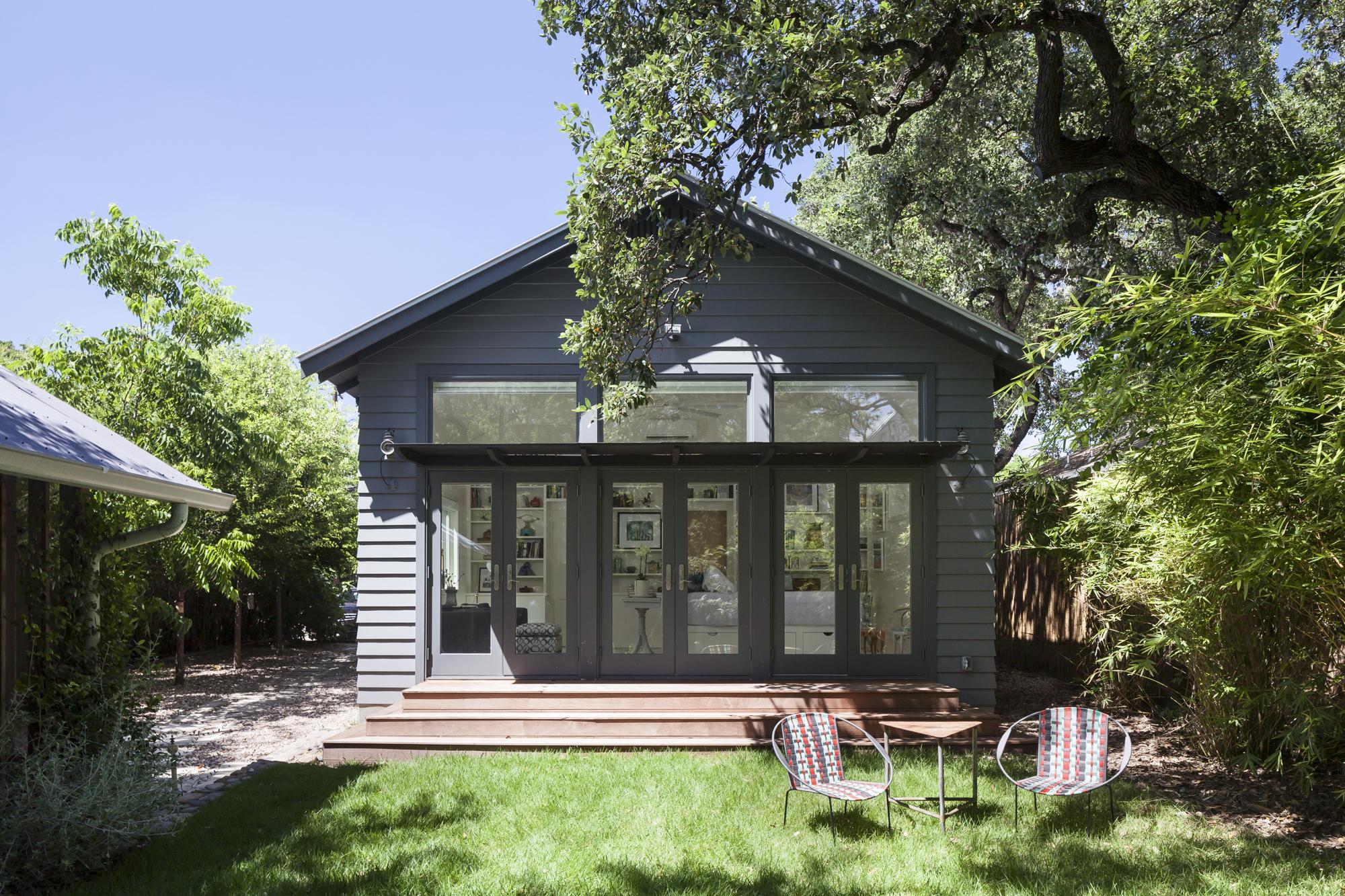 Elizabeth-Baird-Architecture-Annie Street-patio and backyard.jpg