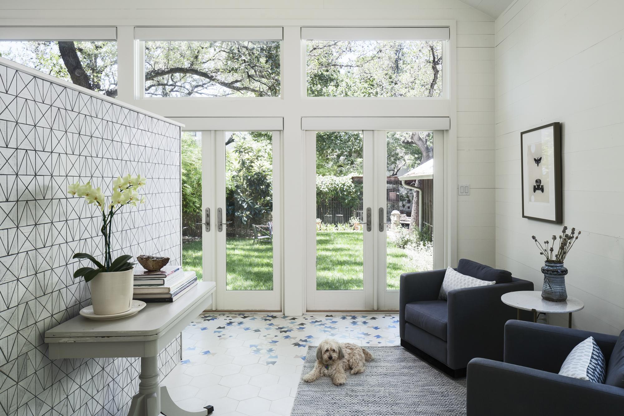 Elizabeth-Baird-Architecture-Annie Street-sitting room glass doors.jpg