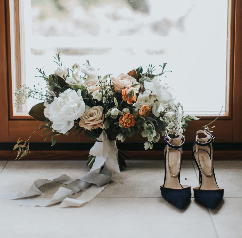245A9496.jpgVancouver-Island-Wedding-Romantic-Neutral-Peach-Bridal-Bouquet.jpg