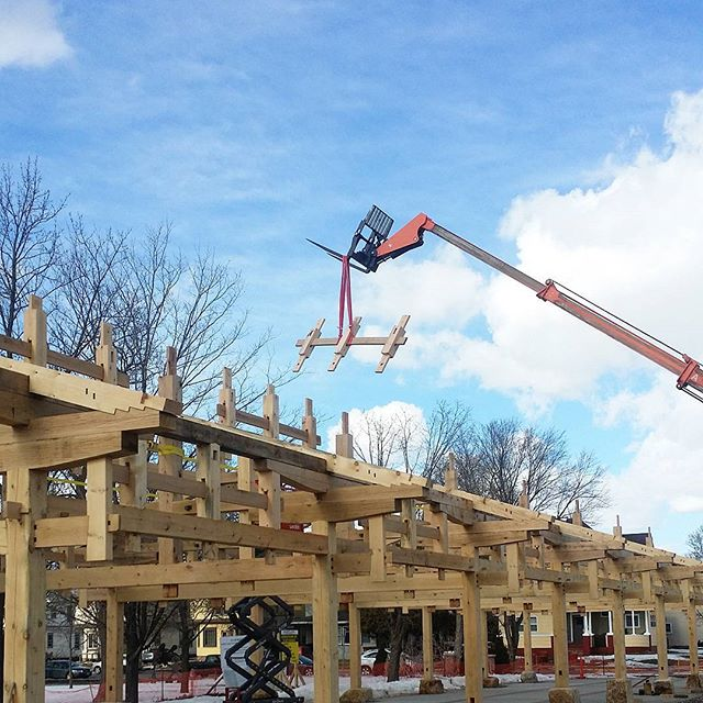 """@timberworkman sending it deep putting Nuki to sleep with a skillfull """"lull""""aby.  #architecture #art #sculpture #design #puzzle #complexity #operator #menomoniefarmersmarketpavilion #menomoniefarmersmarket #eauclairewi #eauclaire #wisconsin"""