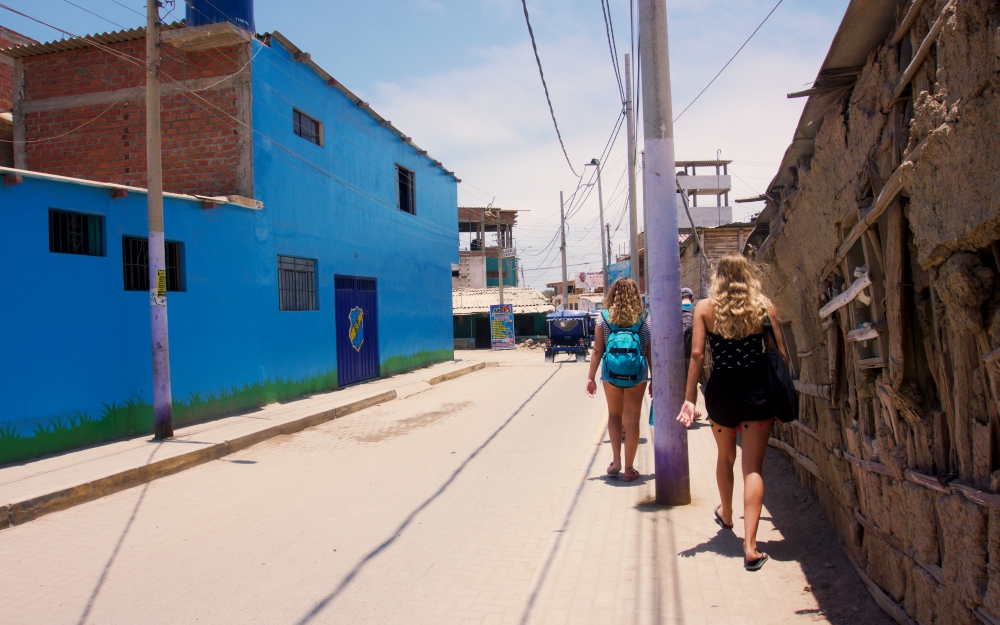 Walking to the beach with the other TEFL Zorritos students.