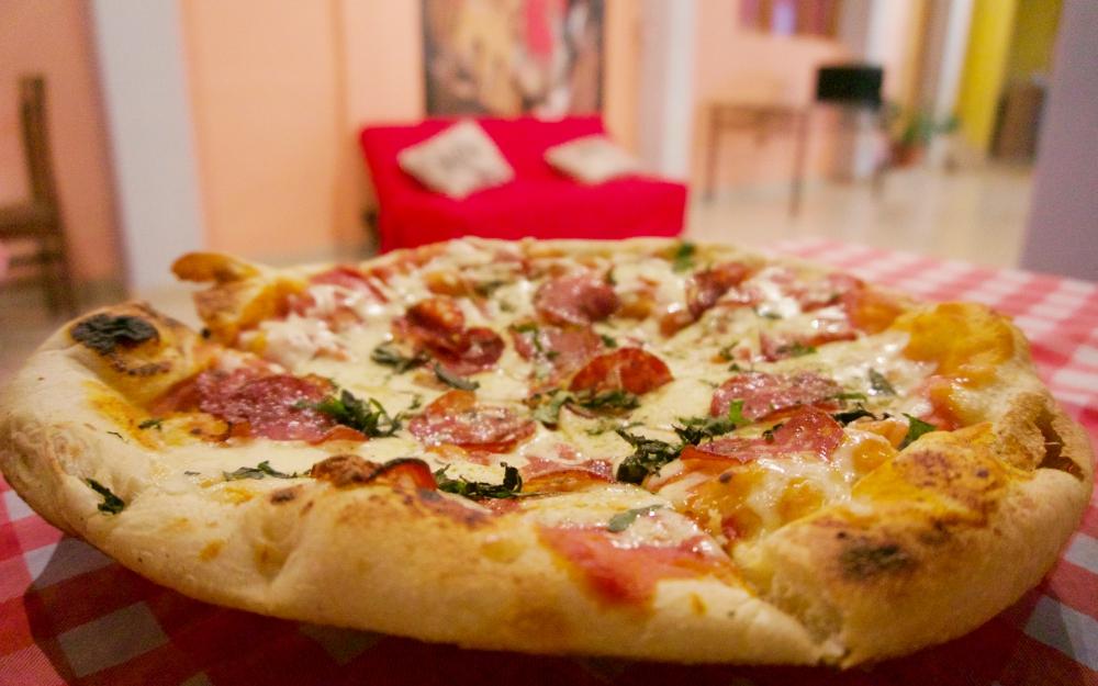 Pepperoni pizza from El Italiano in Máncora.