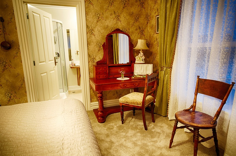 Theatre Royal Hotel, Victorian Themed Accomodation in Kumara