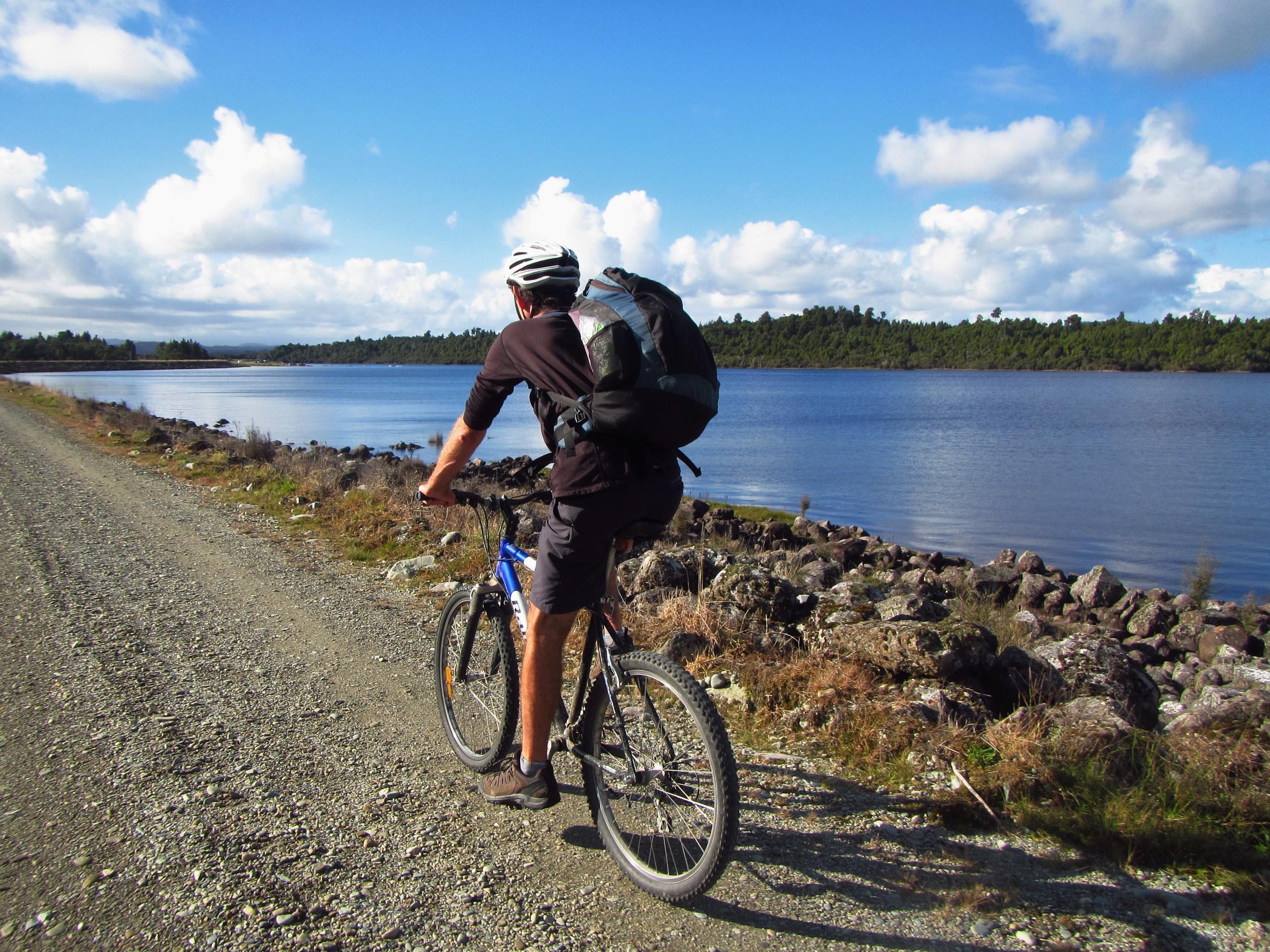 Biking past Kapitea Reservorr (Dillman's Dam)