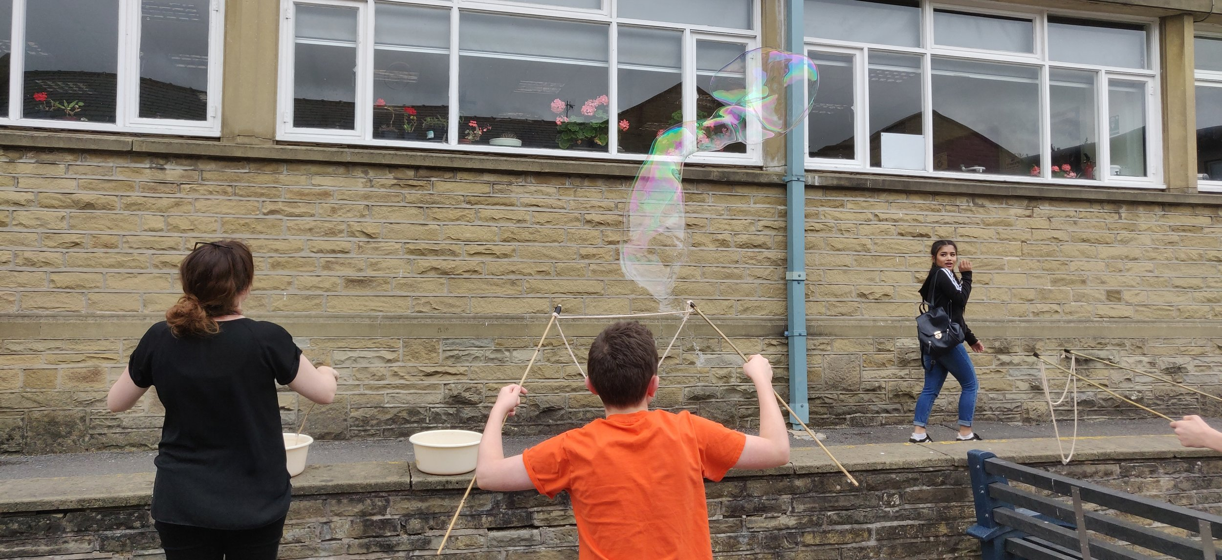 Making Giant Bubbles