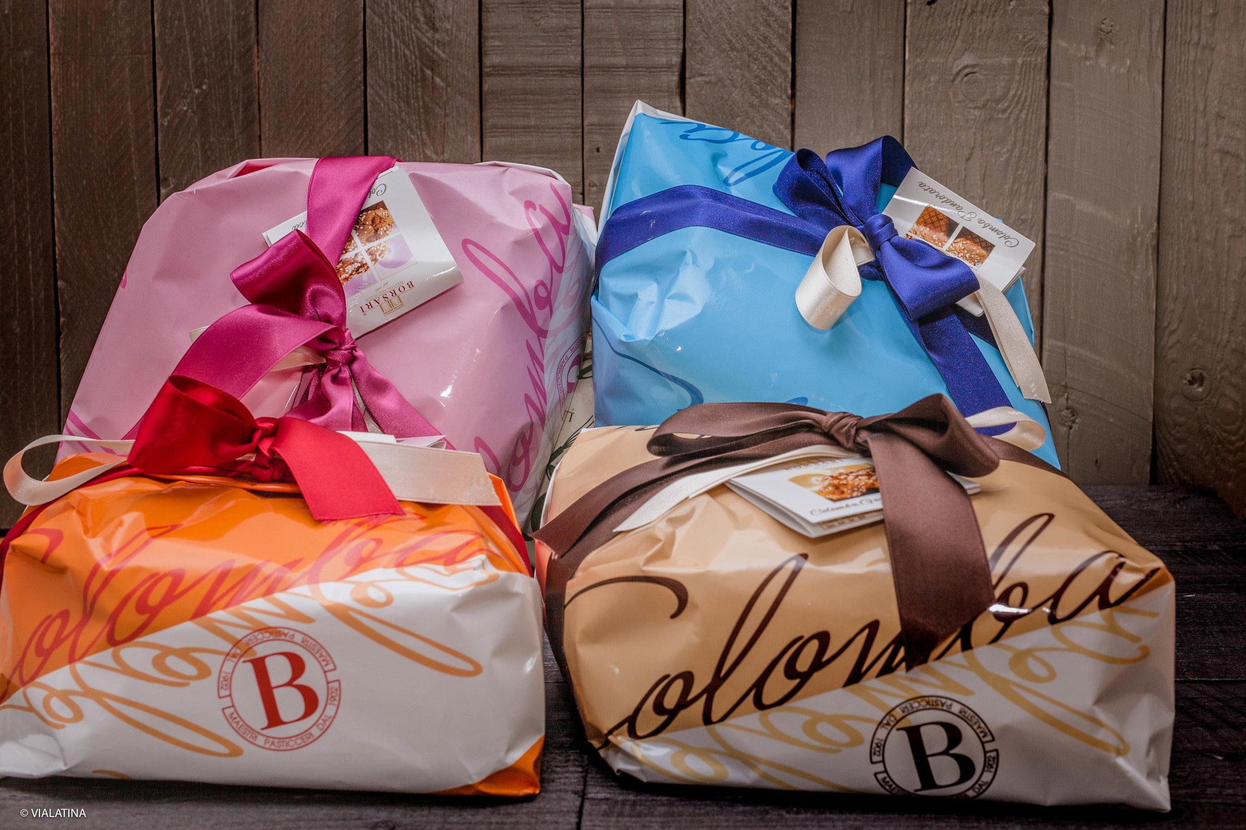 Les emballés cadeaux, la traditionnelle, la chocolat, la sans fruit confit et la poire yogurt.