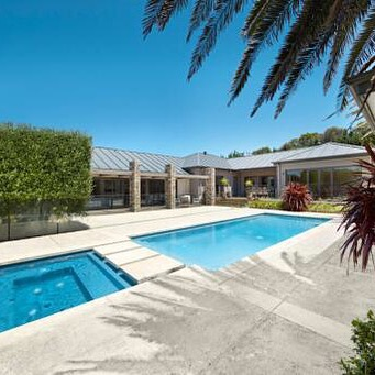 Spectacular pool and spa in Portsea. #morningtonpeninsula #portsea #poolcleaning