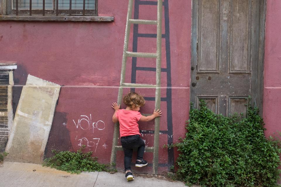 Climbing colourful walls in Valparaiso