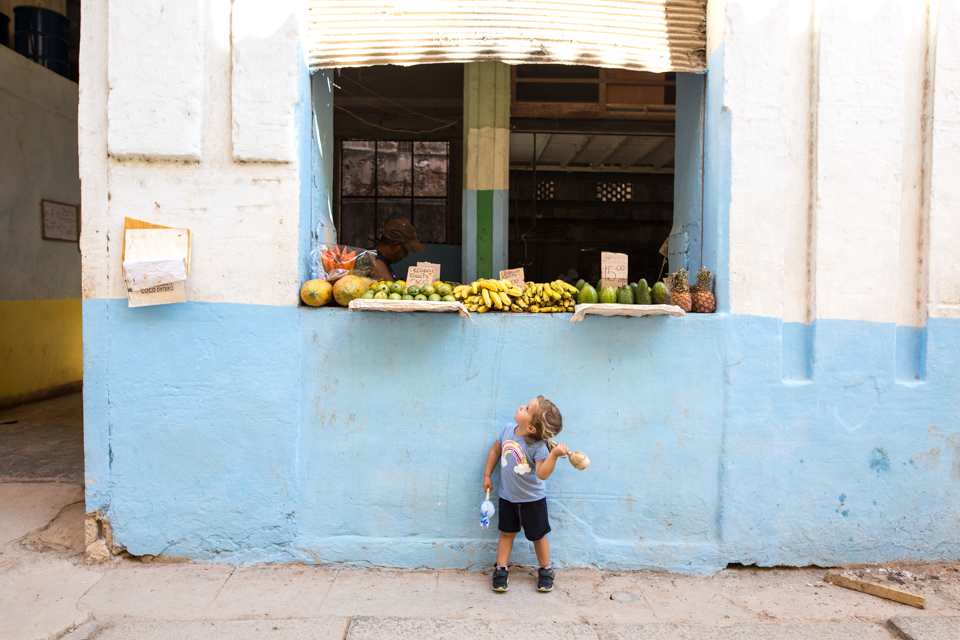 Fruit shopping with maracas