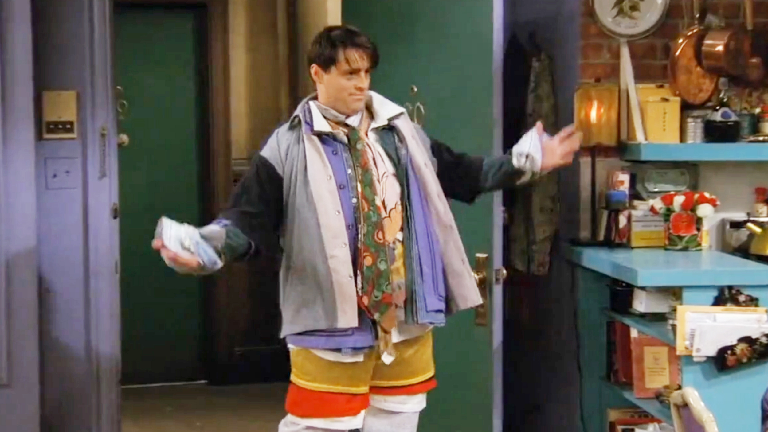 joey-chandler-clothes-today-160810-tease-02_183e8bbb94f24fb88589b02d9c511d03.jpg