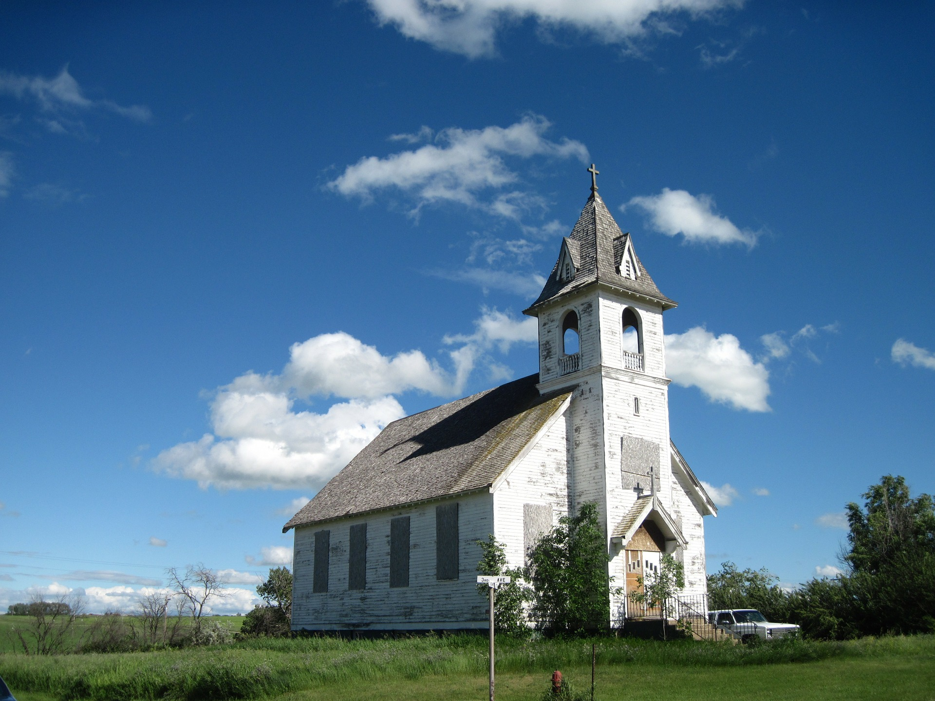 abandoned-church-337768_1920.jpg