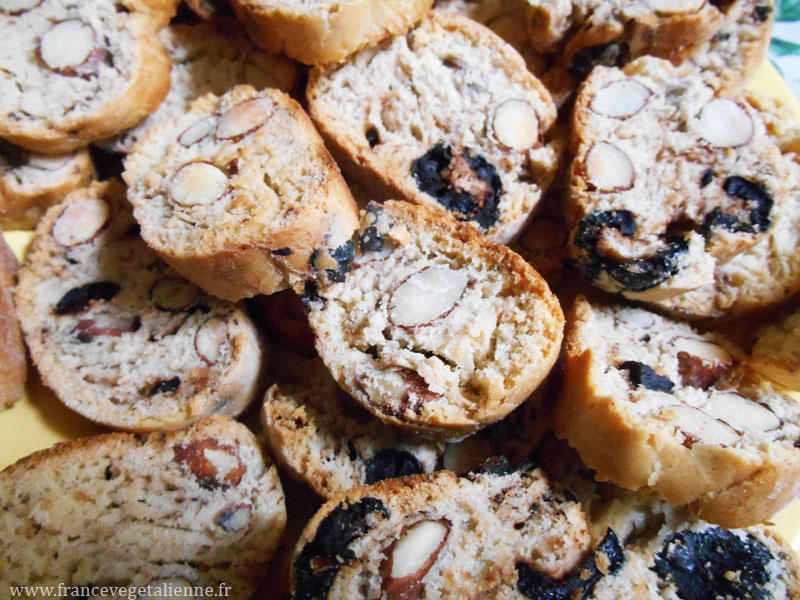 Croquants-aux-amandes-et-olives-vegan.jpg