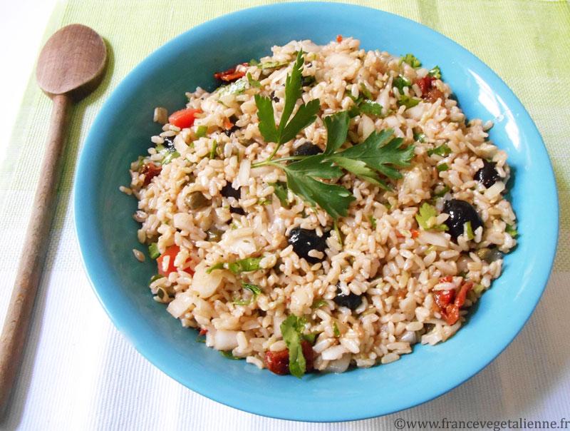 Salade-de-riz-méditerranéenne-végane.jpg