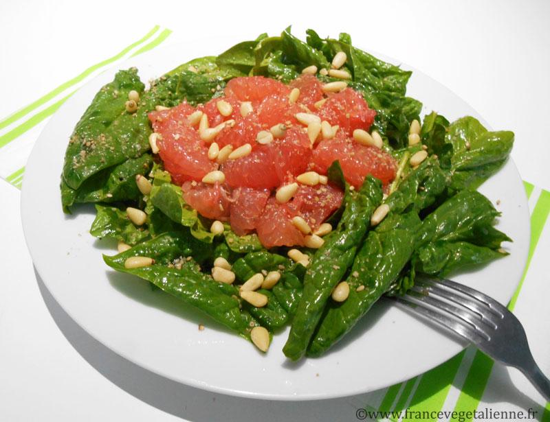 Salade aux épinards frais et pamplemousse