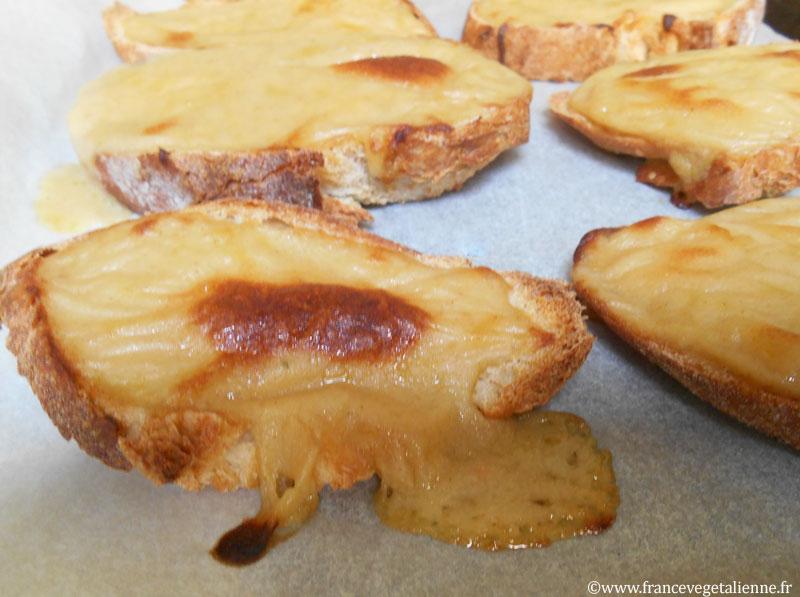 Croûtes-au-fromage-fondu-végétal.jpg