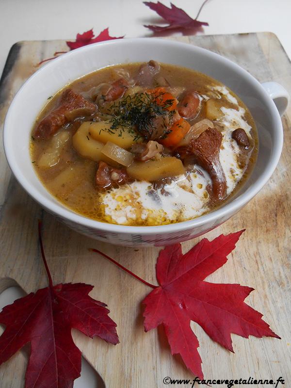 Soupe aux champignons des bois (recette végane)