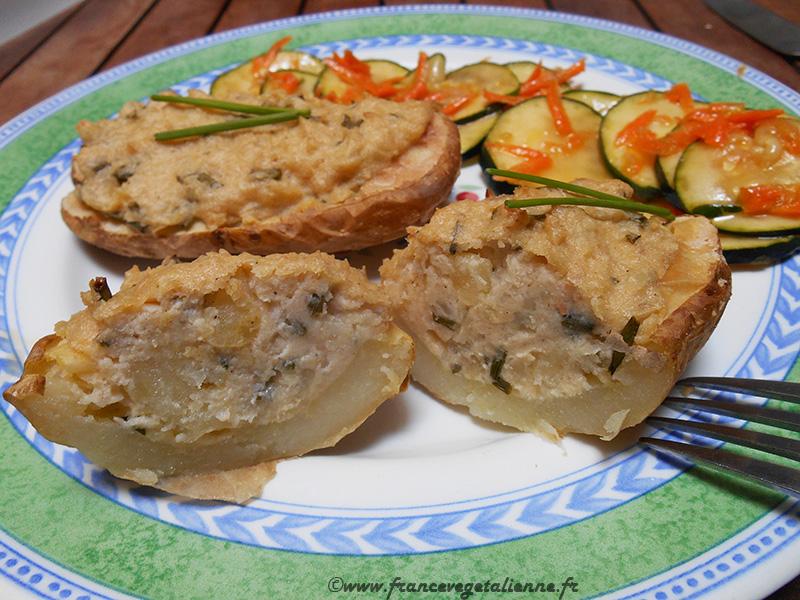 Pommes de terre farcies au fromage de cajou et à l'ail