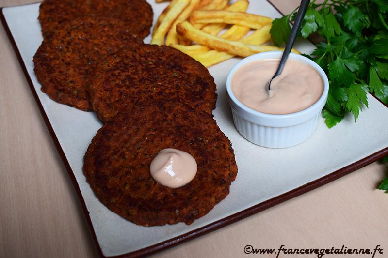"""Sauce cocktail végane (ici avec nos  """"steaks"""" aux lentilles )"""