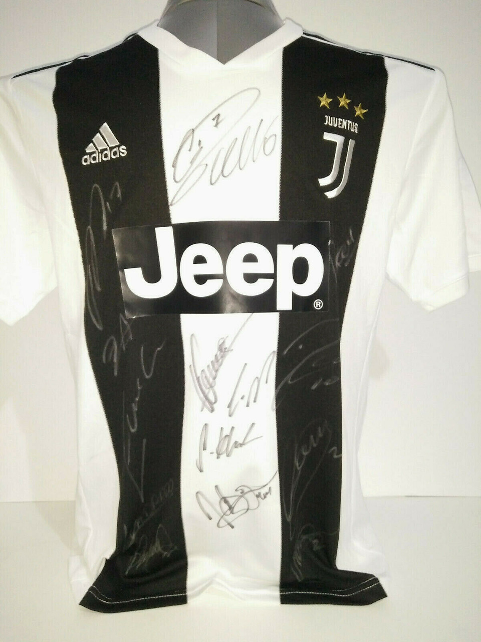 A Juventus 2018/19 team signed t-shirt including Ronaldo and Dybala